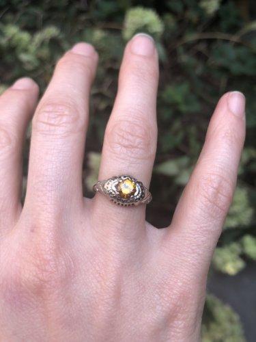 Fiona Dourif ring close-up